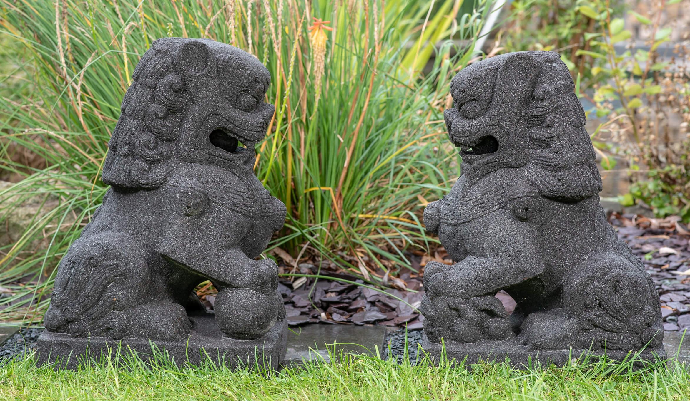 Lavastein Löwen Paar