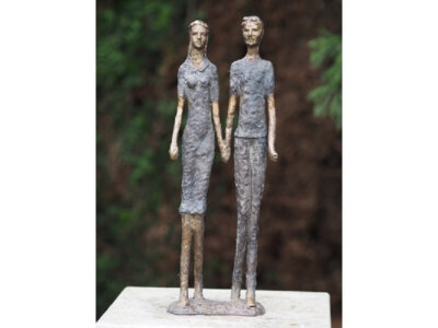 Modernes Liebespaar aus Bronze